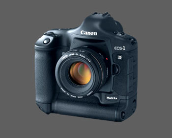 Canon EOS 1D Mark III mới được giới thiệu tại Việt Nam. Ảnh: Fredmira.