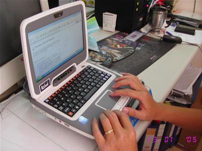 CMS ICBook thực chất là chiếc netbook của Intel. Ảnh: Khcnbackan.