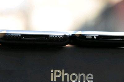 iPhone 3G (phải) dày hơn so với phiên bản đầu. Ảnh: Gizmodo.