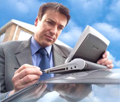 Netbook có màn hình rộng và gõ dễ dàng trên bàn phím cứng. Ảnh: