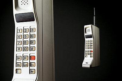DynaTAC của Motorola ra mắt cách đây 25 năm. Ảnh: Zdnet.