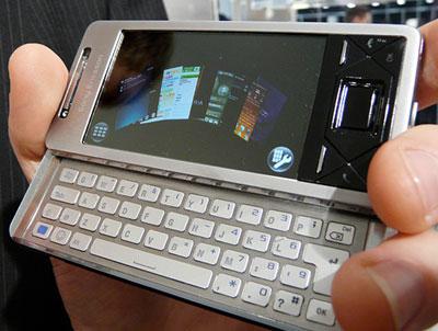 X1 có thiết kế trượt và không giống các model chạy Windows Mobile khác. Ảnh: Lestgodigital.