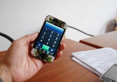 Máy unlock gọi điện tốt mà không phải ghép SIM. Ảnh: Quốc Huy.