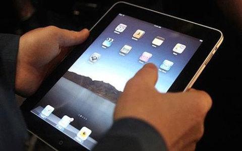 iPad đã tạo nên một cơn sốt trong cộng đồng người hâm mộ công nghệ. Ảnh: Overoll.