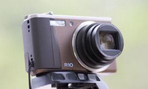 Ricoh R10 độc đáo với cơ chế tùy chọn điểm nét