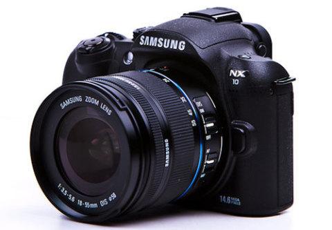 NX10, máy ảnh không gương lật đầu tiên của Samsung. Ảnh: