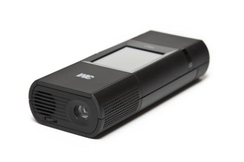 3M MP180 có thêm màn hình cảm ứng. Ảnh: Pocket-lint.