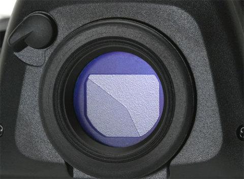 Tấm gạt che chống lóa cho máy ảnh. Ảnh: Dpreview.