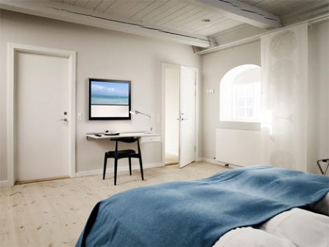 Kiểu dáng nhỏ gọn giúp BeoVision 10 32 inch thích hợp cho các không gian nhỏ như phòng ngủ. Ảnh: Bangolufsen.