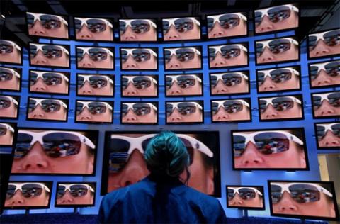 TV 3D của Panasonic được trưng bày tại triển lãm IFA 2010 tại Đức. Ảnh: Daylife.
