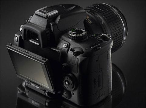 Nikon D5000 quay được video. Ảnh: Fentk.