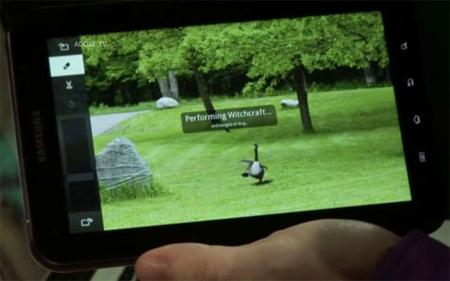 John Nack sửa ảnh trên Galaxy Tab. Ảnh: CNet.