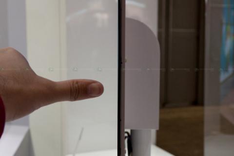 Độ dày của màn hình chỉ là 2,6 mm. Ảnh: Akihabara news.
