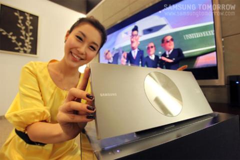 Đầu Blu-ray 3D của Samsung chỉ mỏng 23 mm. Ảnh: Samsungtomorrow.