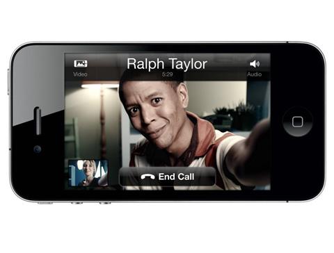 Skype cho iPhone hỗ trợ đàm thoại video.