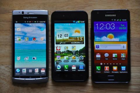 Arc có màn hình 4,2 inch, Optimus Black nhỏ hơn, 4 inch, trong khi Galaxy S II rộng tới 4,3 inch, đây đều là những mẫu smartphone màn hình rộng trên thị trường hiện nay.