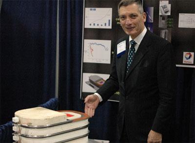 Giáo sư hóa học Donald Sadoway.