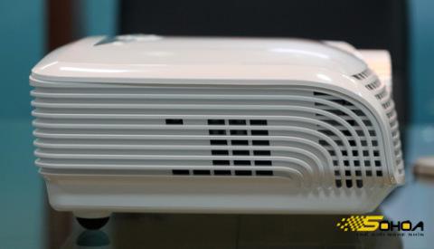 Hệ thống tản nhiệt của Optoma HD20LV hướng về phía trước nên không ảnh hưởng đến người xem.