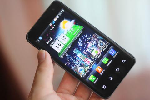 Optimus 2X, mẫu di động mở đầu cho cuộc đua tăng tốc trên nền tảng smartphone. Ảnh: Quốc Huy.