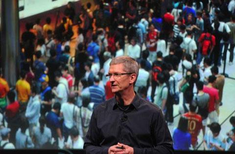 Tim Cook khoe các hệ thống Apple Store hoành tráng mới khai trương ở châu Á. Ảnh: Engadget.