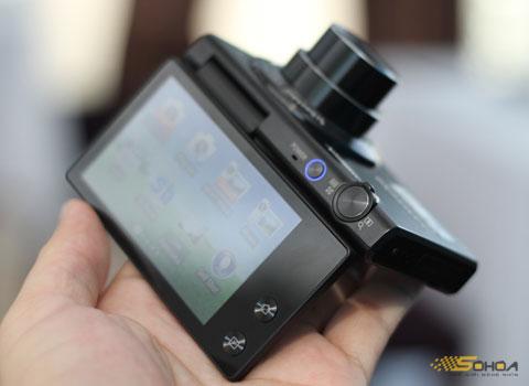 Với khớp xoay khá chắc chắn, MV800 cho phép quay 180 độ theo chiều thẳng đứng.