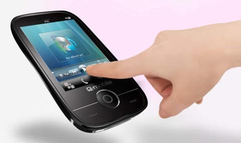 """Q-mobile P4i tích hợp màn hình cảm ứng 2.8"""" cực nhạy."""