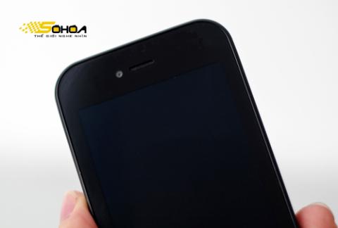 Máy chạy Android 2.3.4 và có camera phụ hỗ trợ đàm thoại video call.