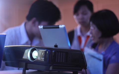 Ngoài kết nối với các sản phẩm Apple, model này cũng cho phép làm việc với máy tính như các máy chiếu thông thường.