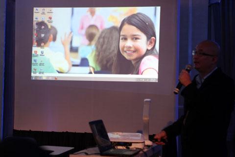 Dòng máy chiếu cho giáo dục với tính năng tự động cân chỉnh góc hình.