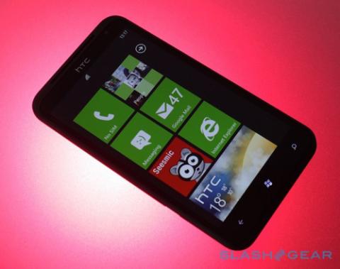 5 khách hàng may mắn sẽ được nhận điện thoại từ Microsoft. Ảnh: Slashgear.