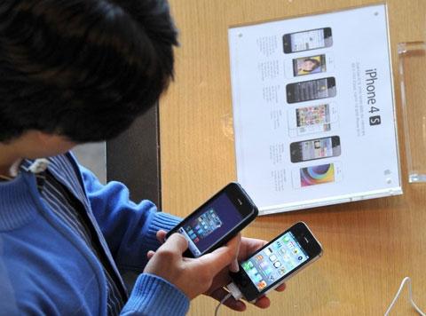 iPhone vẫn là những sản phẩm bán chạy nhất. Ảnh: Daylife.