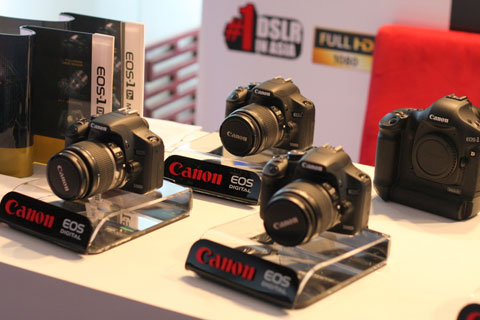 Máy ảnh DSRL bán tốt chạy hơn vào cuối năm. Ảnh: Quốc Huy.