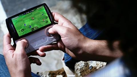 Xperia Play đã xuống giá dưới 10 triệu.