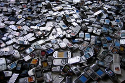 Nhu cầu sử dụng điện thoại tăng cao dẫn đến sự xáo trộn trong bảng xếp hạng các nhà sản xuất thiết bị di động hàng đầu thế giới.