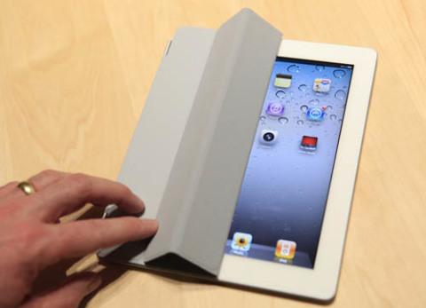 iPad 2 giảm giá 50 USD trên Best Buy. Ảnh: Ibtimes.