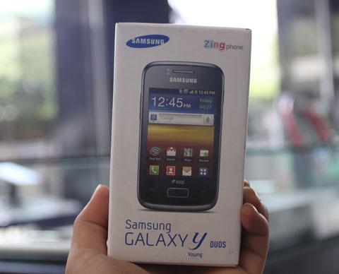 Galaxy Y Duos là model thuộc dòng smartphone Galaxy Y giá rẻ của Samsung.