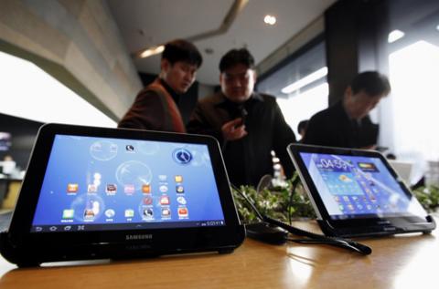 Galaxy Note 10.1 ở Mỹ có thể phát hành chậm hơn do được nâng cấp chip lõi tứ. Ảnh: Ibtimes.