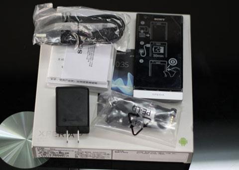 Máy và phụ kiện kèm theo, Xperia P không được tặng kèm 2 miếng tag NFC giống như Xperia S.