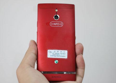 Thiết bị có camera 8 Megapixel, quay phim full HD 1080p và được trang bị bộ xử lý hai nhân NovaThor U8500. Xperia P sở hữu bộ khung nhôm nguyên khối, với dáng vẻ khá vuông vắn, tạo cảm giác chắc khỏe nhưng vẫn thời trang.
