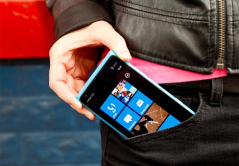 Nokia Lumia 900. Ảnh: CNet.