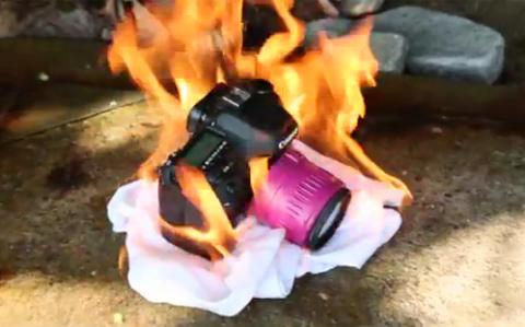 Canon EOS 7D bị đốt.