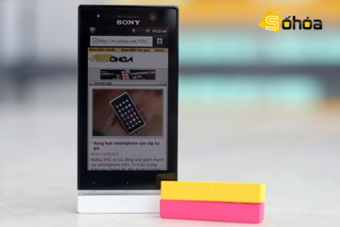 Xperia U là model có màu sắc bắt mắt nhất trong dòng smartphone 2012 của Sony. Ảnh: Tuấn Anh.