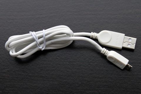 Cáp USB đi kèm theo máy