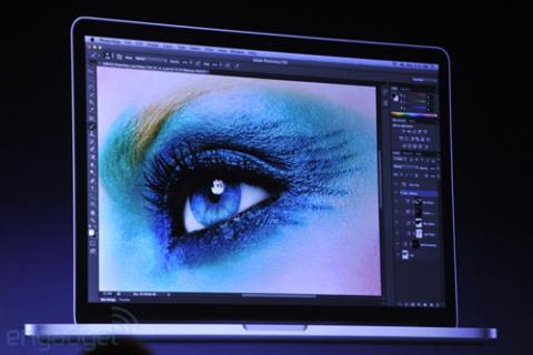 MacBook Pro mới mỏng hơn và nhẹ hơn.