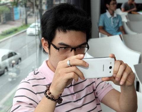 Các buổi offline Galaxy S III tại Sài Gòn thu hút đông giới yêu công nghệ.