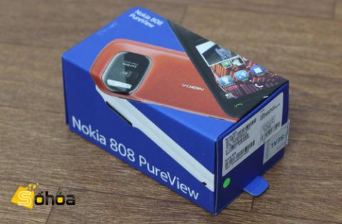 Nokia 808 PureView có mức giá tương đương với Lumia 900 tại thị trường Việt Nam. Ảnh: Tuấn Anh.