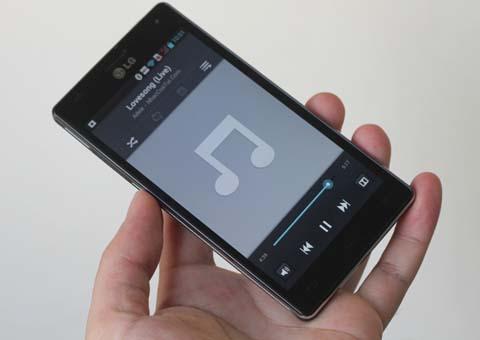 LG cũng trang bị nhiều tùy chọn về âm thanh, trong đó có Dolby Mobile cho chất lượng trầm và sống động hơn.