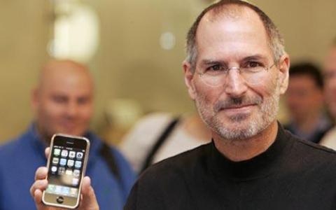 """Sản phẩm đi kèm với lời tuyên bố """"tái phát minh lại điện thoại"""" từ vị CEO quá cố và nổi tiếng của Apple."""