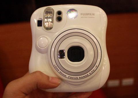 1002280660_Fujifilm-Instax--25-1_480x0.j