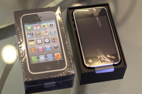 iPhone 3GS 8GB quay lại không gây sốt. Ảnh: Tuấn Anh.
